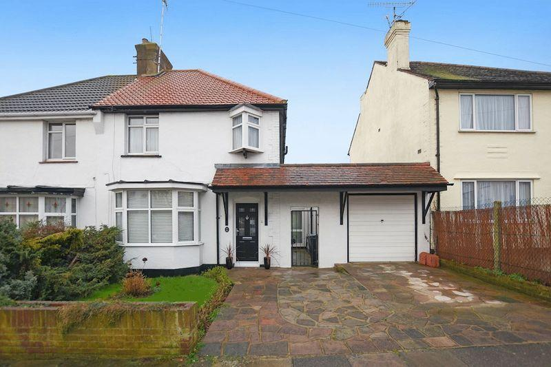 3 Bedrooms Semi Detached House for sale in Montague Avenue, Leigh-On-Sea