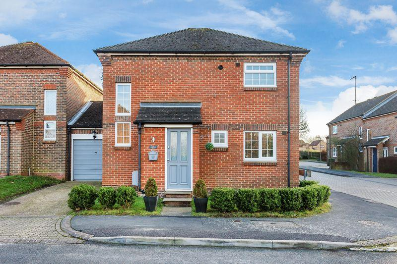 3 Bedrooms Link Detached House for sale in Oregano Way, Guildford