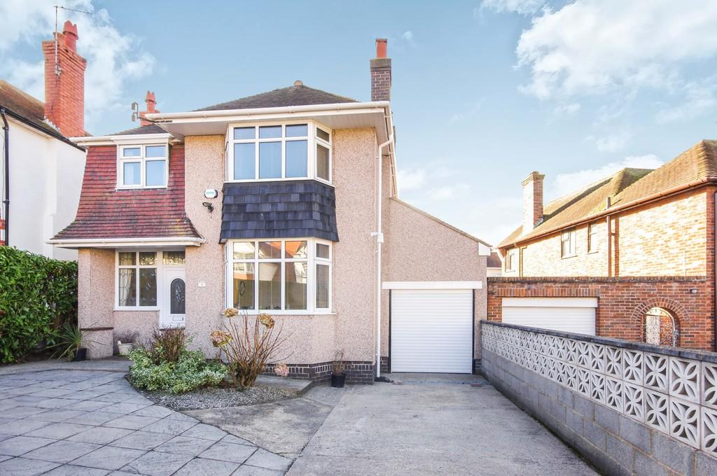 3 Bedrooms Detached House for sale in Coed Mor Drive, Prestatyn, LL19