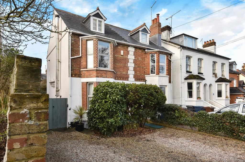 3 Bedrooms Semi Detached House for sale in Tilford Road, Farnham