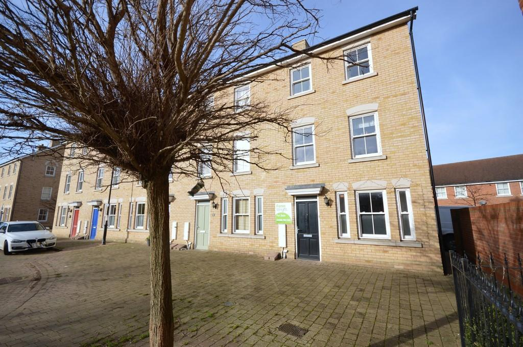 3 Bedrooms Town House for sale in Garland Road, Colchester