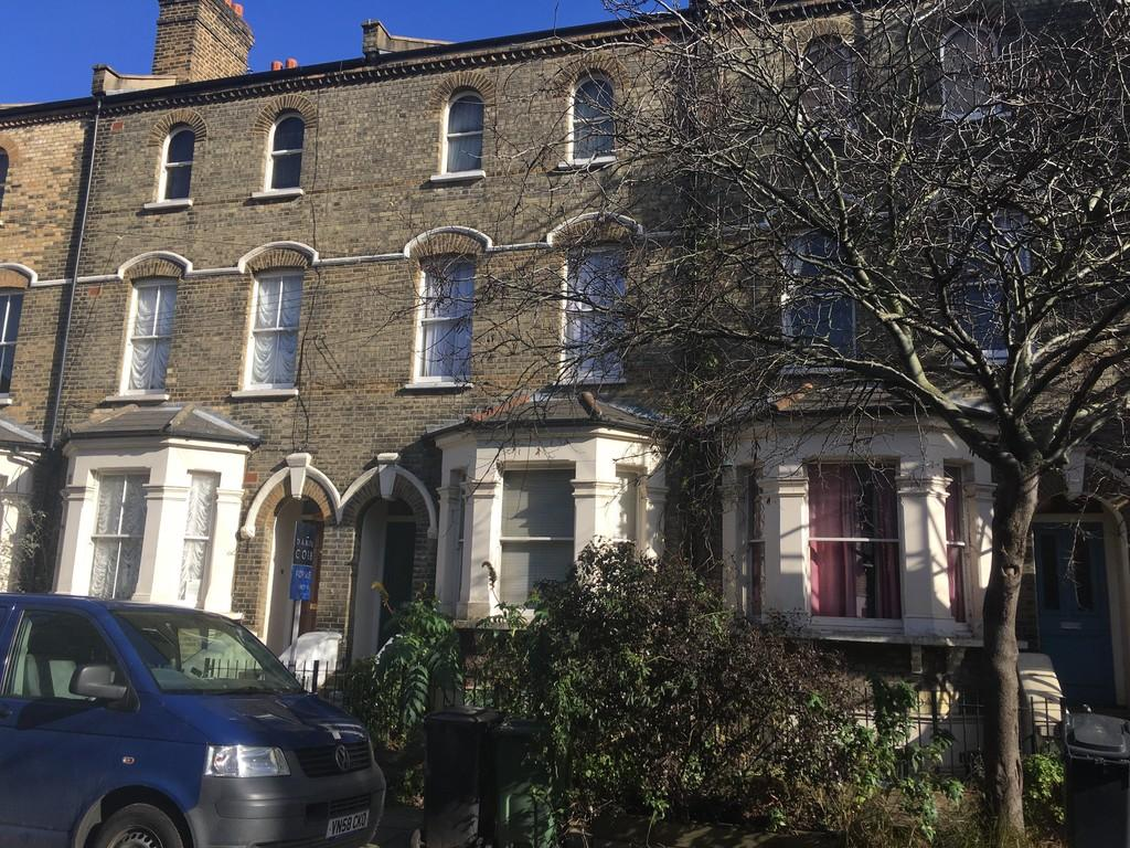 3 Bedrooms Maisonette Flat for sale in Vauxhall Grove, London, SW8
