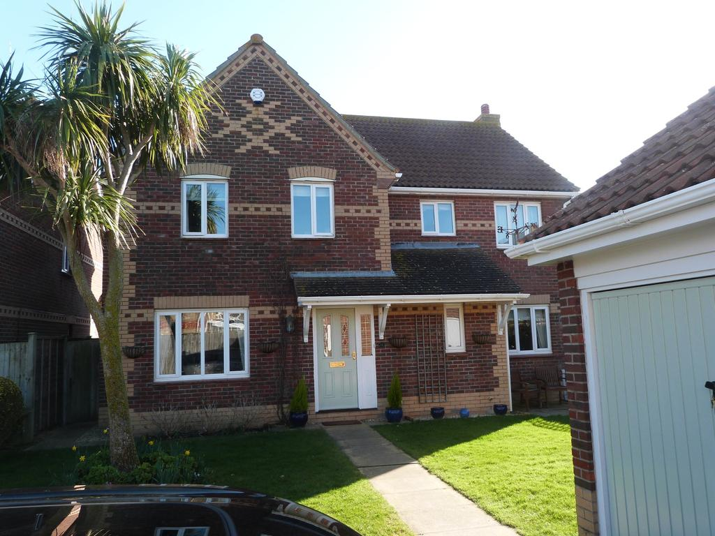 5 Bedrooms Detached House for sale in Jones Square, Selsey