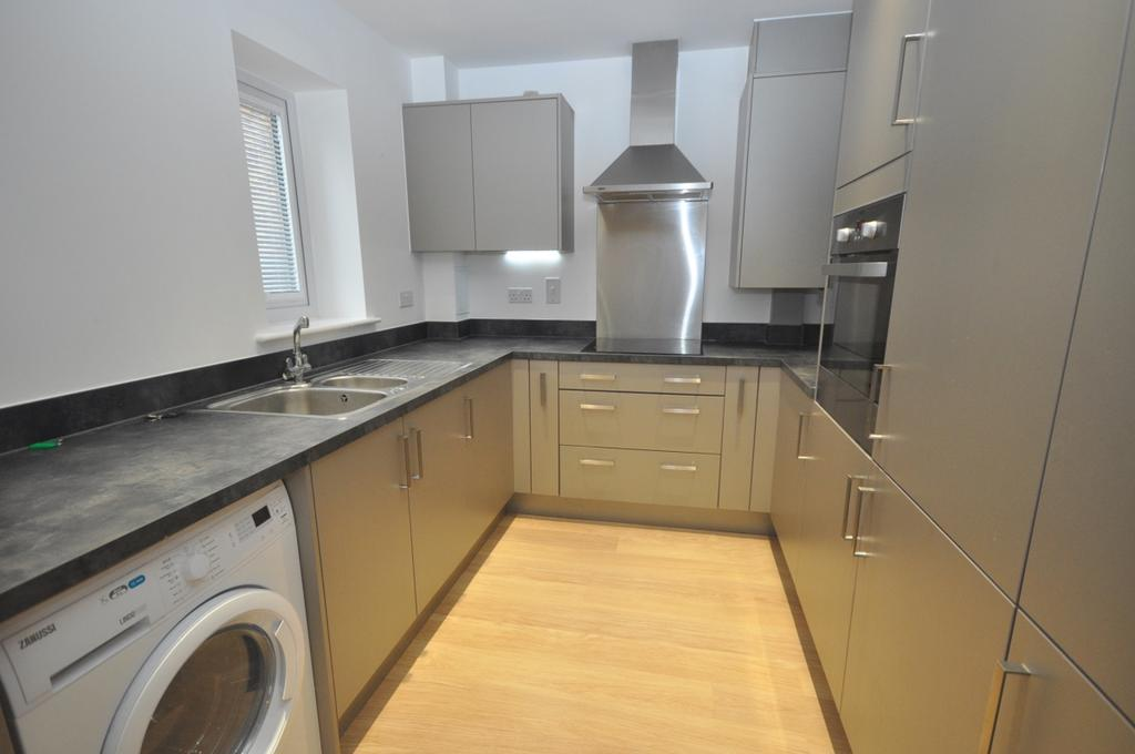 2 Bedrooms Flat for rent in Castleridge Drive Greenhithe DA9