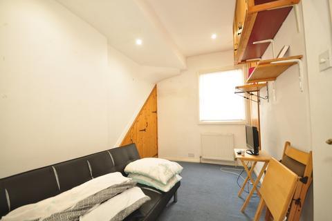 Studio to rent - Cross Street Hove BN3