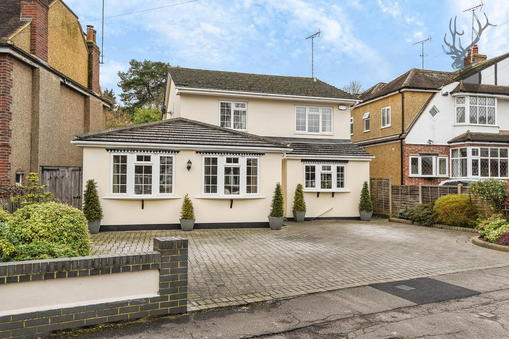 4 Bedrooms Detached House for sale in Morgan Crescent, Theydon Bois, CM16