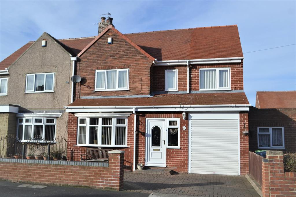 3 Bedrooms Semi Detached House for sale in Riverdale, Castletown, Sunderland