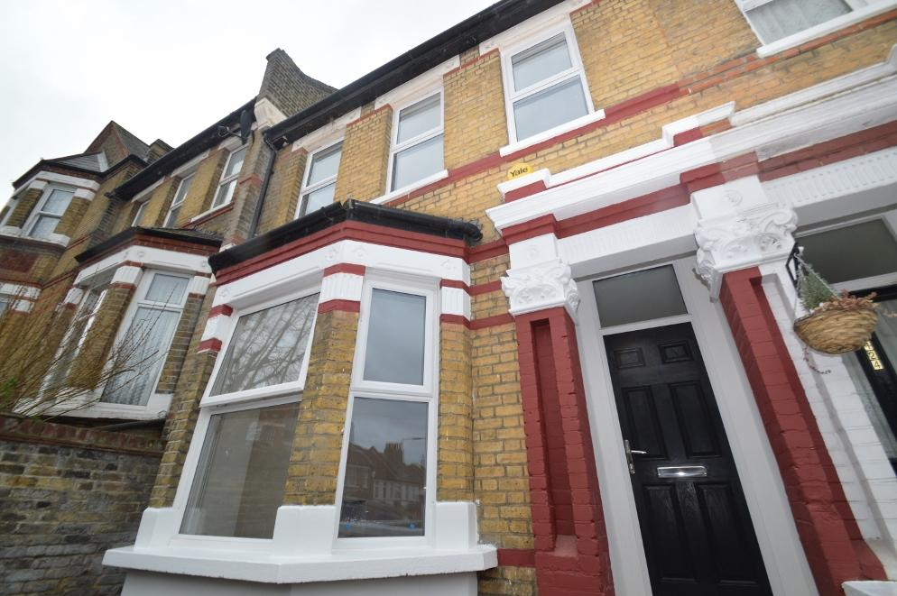 3 Bedrooms Terraced House for sale in Griffin Road, Plumstead, London SE18