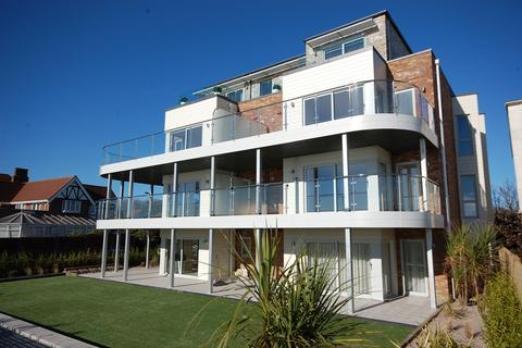 2 bedroom ground floor flat for sale - Aquila, 21 Boscombe Overcliff Drive, Bournemouth BH5