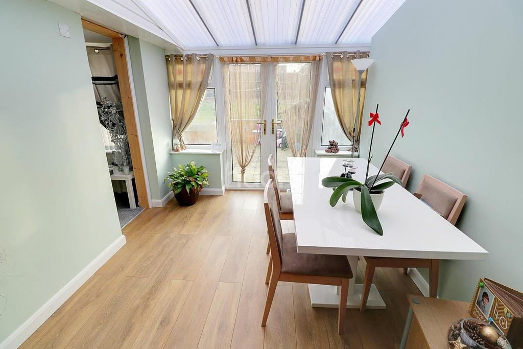 3 Bedrooms Semi Detached House for sale in Melbourne Road, Grantham