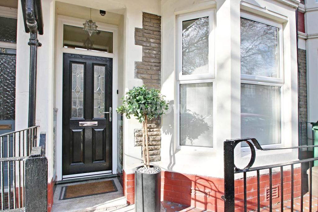 3 Bedrooms Terraced House for sale in Canada Road, Heath, Cardiff