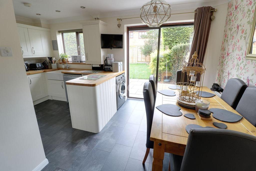 3 Bedrooms Semi Detached House for sale in Marvellous In Malthouse