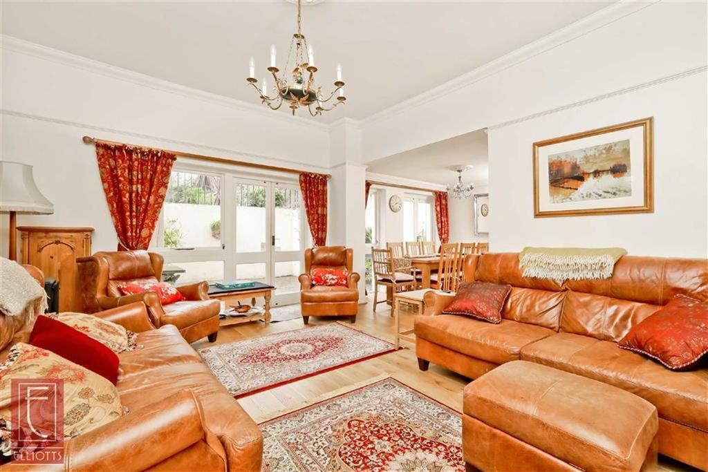 2 Bedrooms Apartment Flat for sale in Palmeira Square, Hove, East Sussex