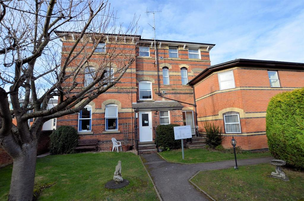 2 Bedrooms Retirement Property for sale in 11, Tilehurst Road, Reading