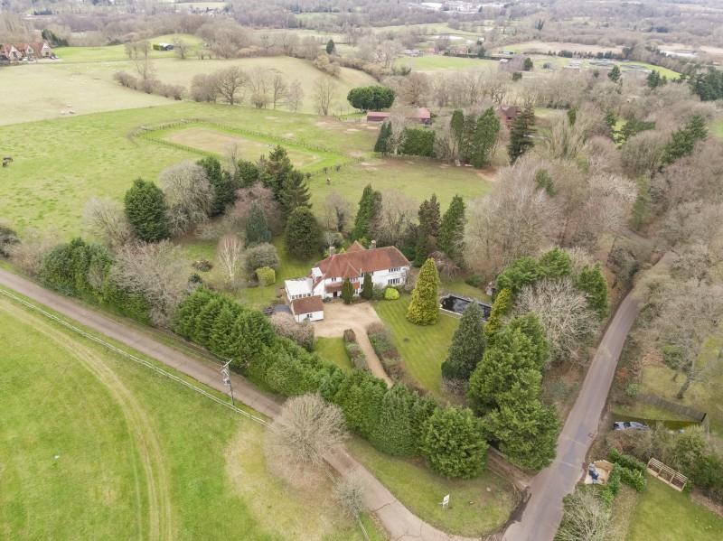 4 Bedrooms Detached House for sale in Foxburrow Hill Road, Bramley, Surrey
