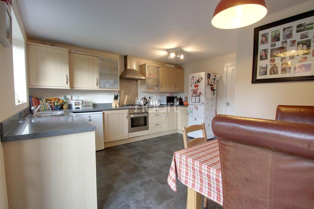 5 Bedrooms Detached House for sale in Ryknield Road, Hucknall