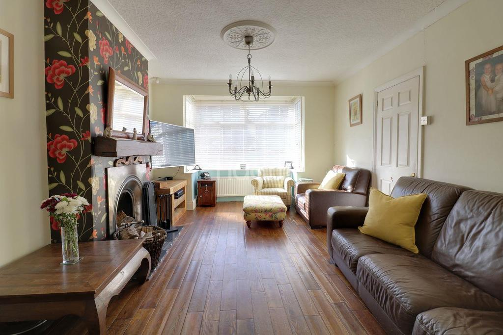 4 Bedrooms Semi Detached House for sale in Rosedale Road, Romford, RM1