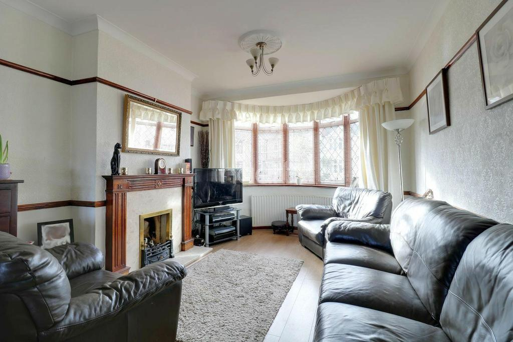 3 Bedrooms End Of Terrace House for sale in Dunmow Drive, Rainham
