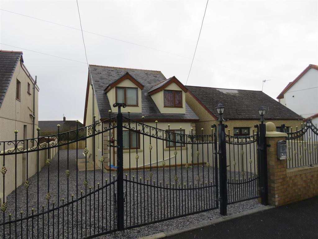 3 Bedrooms Detached House for sale in Trallwm Road, Llanelli