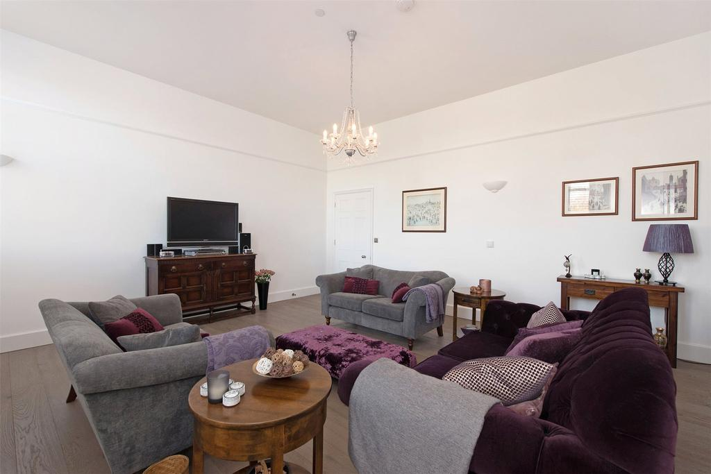 3 Bedrooms Flat for sale in Parade Ground Path, The Academy, London, SE18