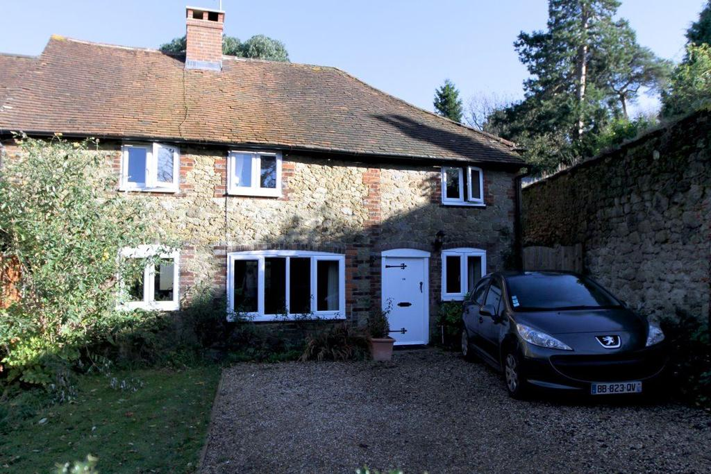 3 Bedrooms Semi Detached House for rent in Moorhouse Cottages, Westerham, Kent
