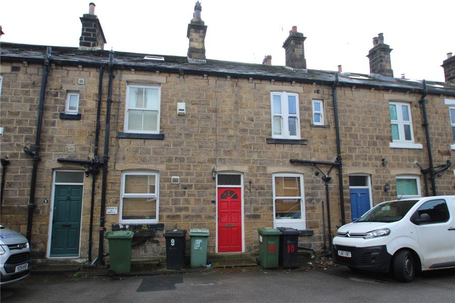 3 Bedrooms Terraced House for sale in SOUTH VIEW, GUISELEY, LS20 9AY