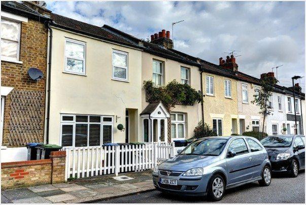 2 Bedrooms Terraced House for sale in Merton Road, Enfield, EN2