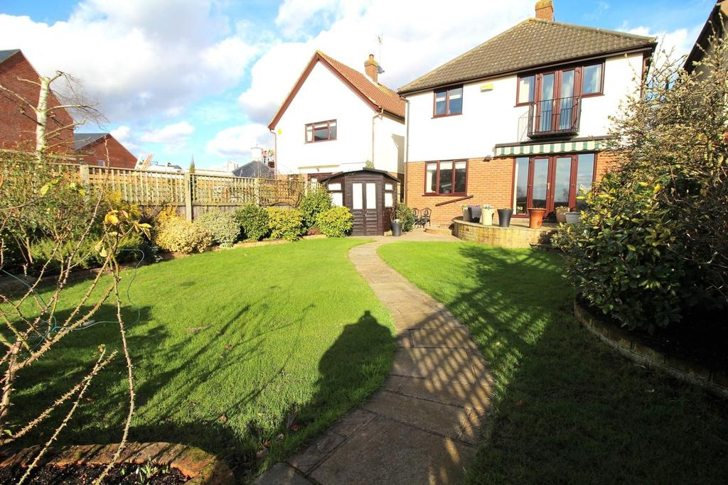 4 Bedrooms Detached House for sale in Wood Street, Chelmsford, Essex, CM2