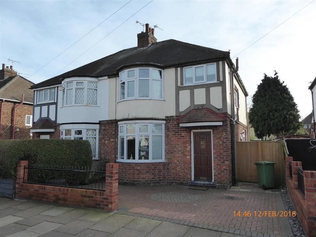 3 Bedrooms Semi Detached House for sale in Gloucester Avenue, Grimsby, DN34 5BU