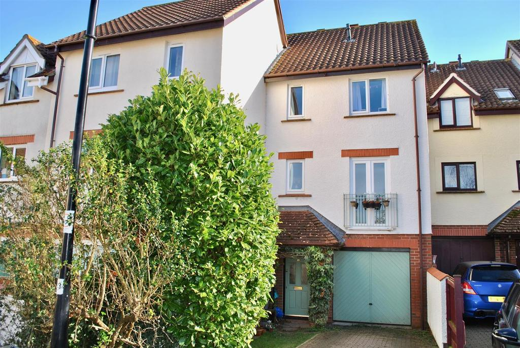 3 Bedrooms Terraced House for sale in Fivash Close