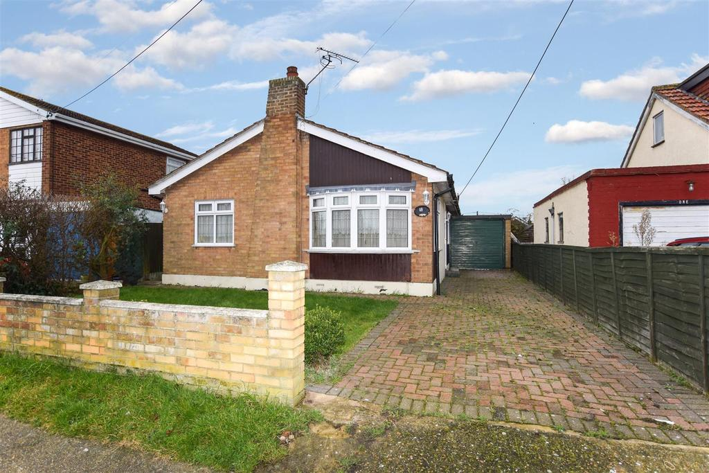 3 Bedrooms Detached Bungalow for sale in Clinton Road, Canvey Island