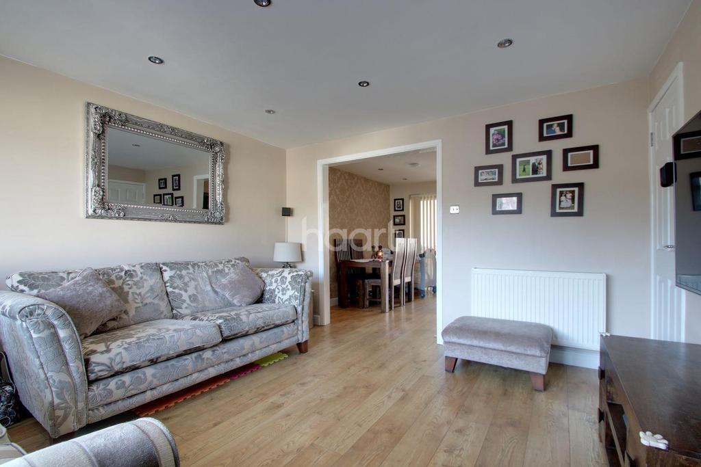 3 Bedrooms Semi Detached House for sale in Plumtree Grove, Hempstead