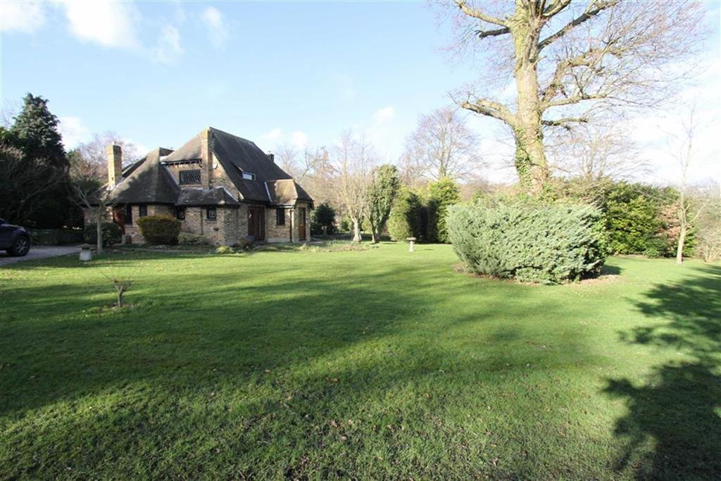 4 Bedrooms Detached House for sale in Brock Hill, Wickford