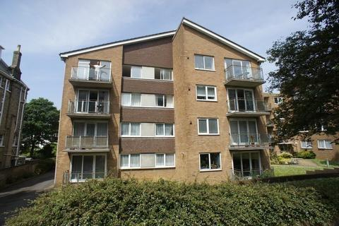 2 bedroom flat to rent - Eaton Gardens, Hove BN3