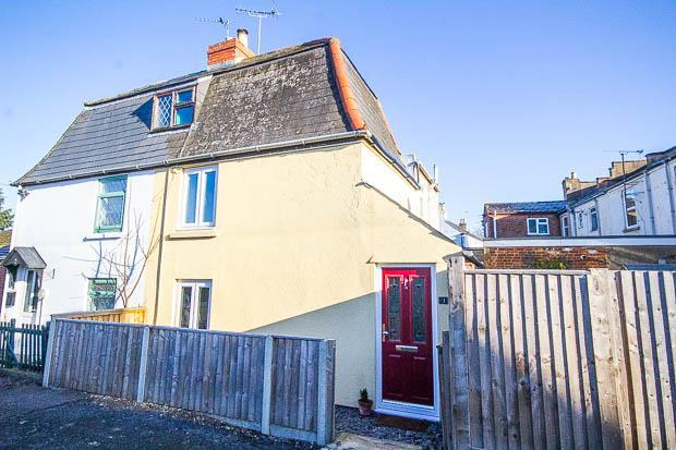 3 Bedrooms Semi Detached House for sale in Marsh Close, Cheltenham, GL51 9LD