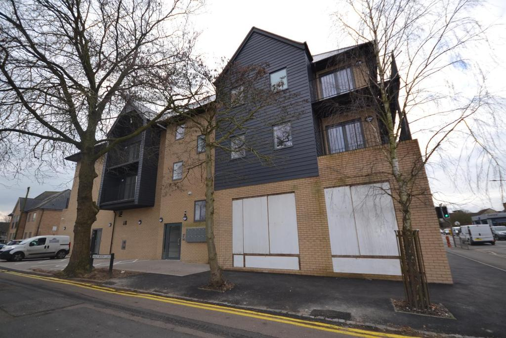 2 Bedrooms Apartment Flat for rent in High Street, Epping, Essex, CM16