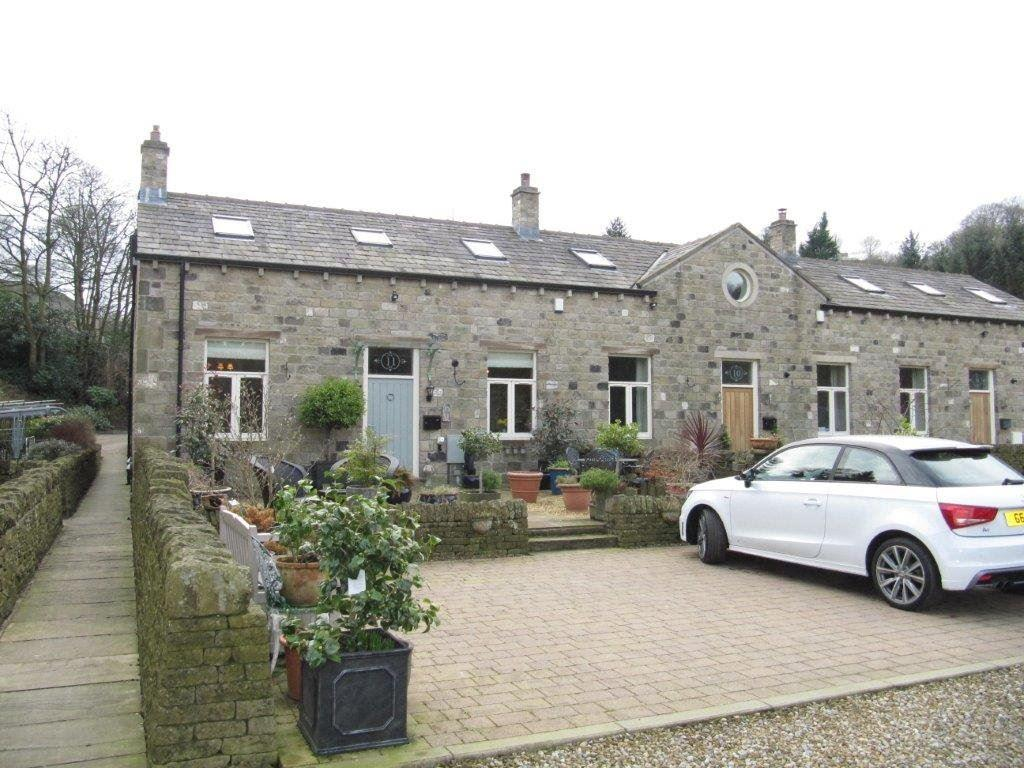 2 Bedrooms Terraced House for rent in Firth House Medows, Stainland Dean