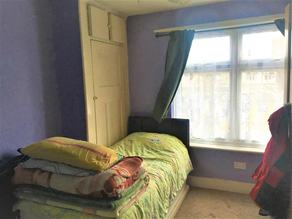 3 Bedrooms Terraced House for sale in Dersingham Avenue, Manor park, London E12
