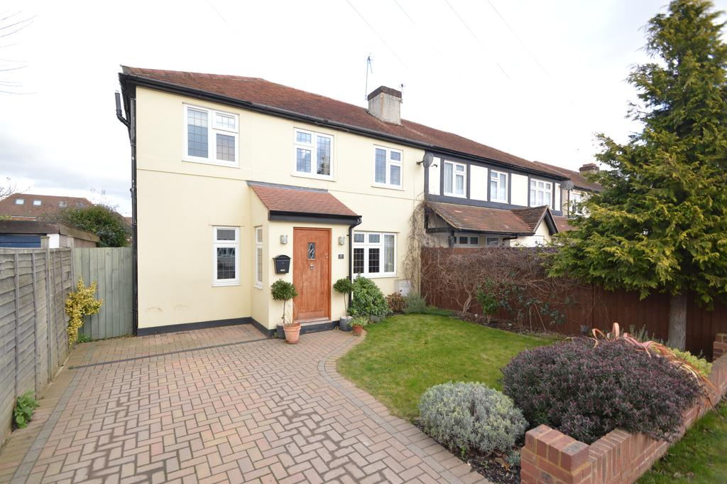 3 Bedrooms Semi Detached House for sale in Branksome Close, WALTON ON THAMES KT12