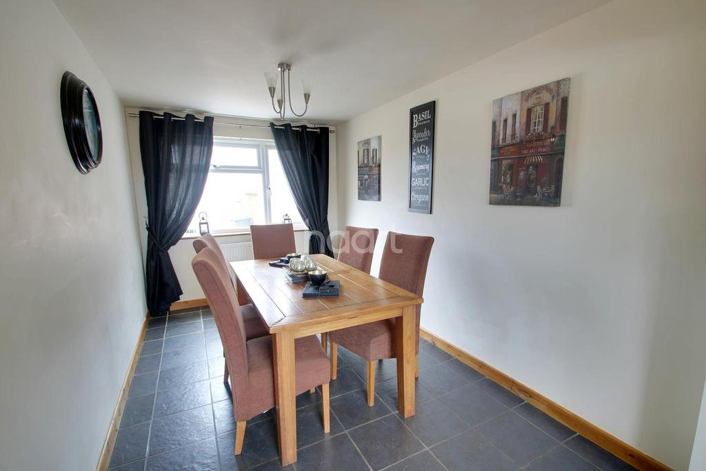5 Bedrooms Semi Detached House for sale in Beard Road