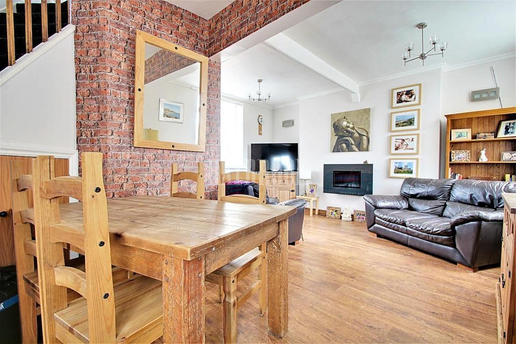 3 Bedrooms Semi Detached House for sale in Chapel Avenue, Brampton