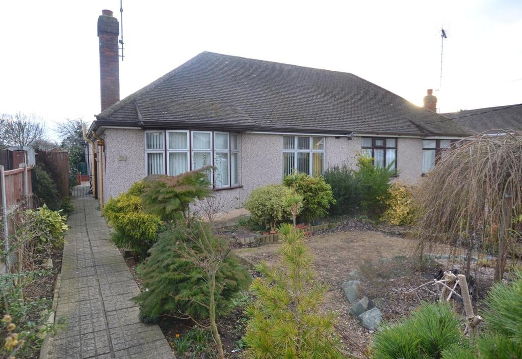 2 Bedrooms Chalet House for sale in Almond Avenue, Wickford, Essex, SS12