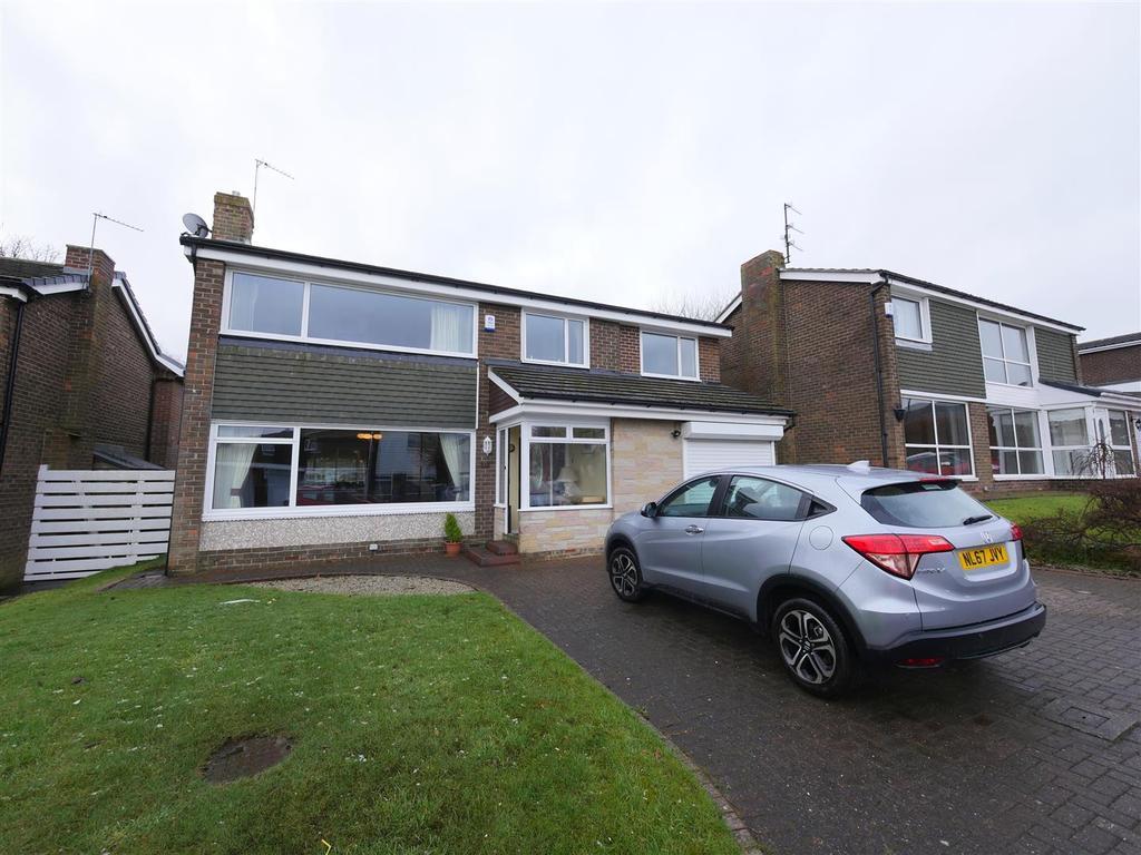 5 Bedrooms Detached House for sale in Drumoyne Close, East Herrington, Sunderland