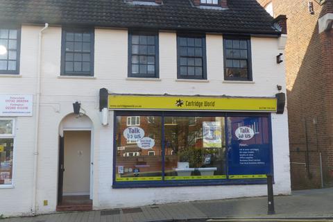 Retail property (high street) to rent - Lavant Street, Petesfield GU32