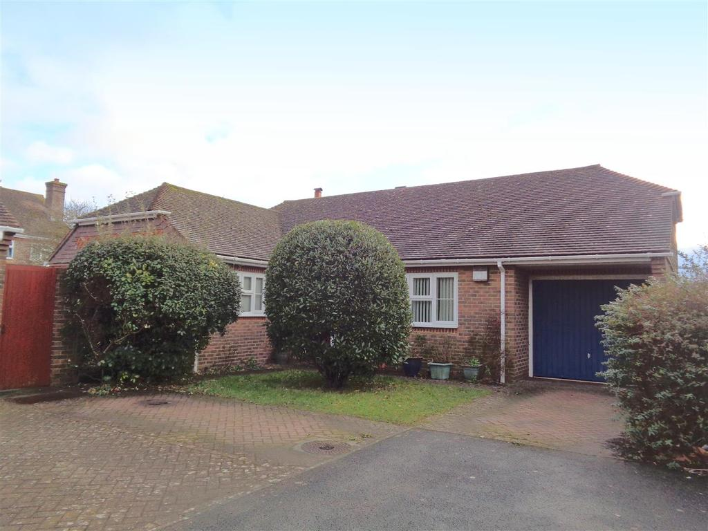 3 Bedrooms Detached Bungalow for sale in Millars Court, Nyetimber