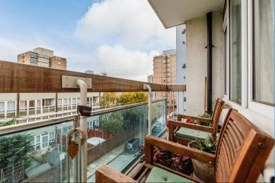 1 Bedroom Apartment Flat for sale in Talbot House, Giraud St E14 6EB
