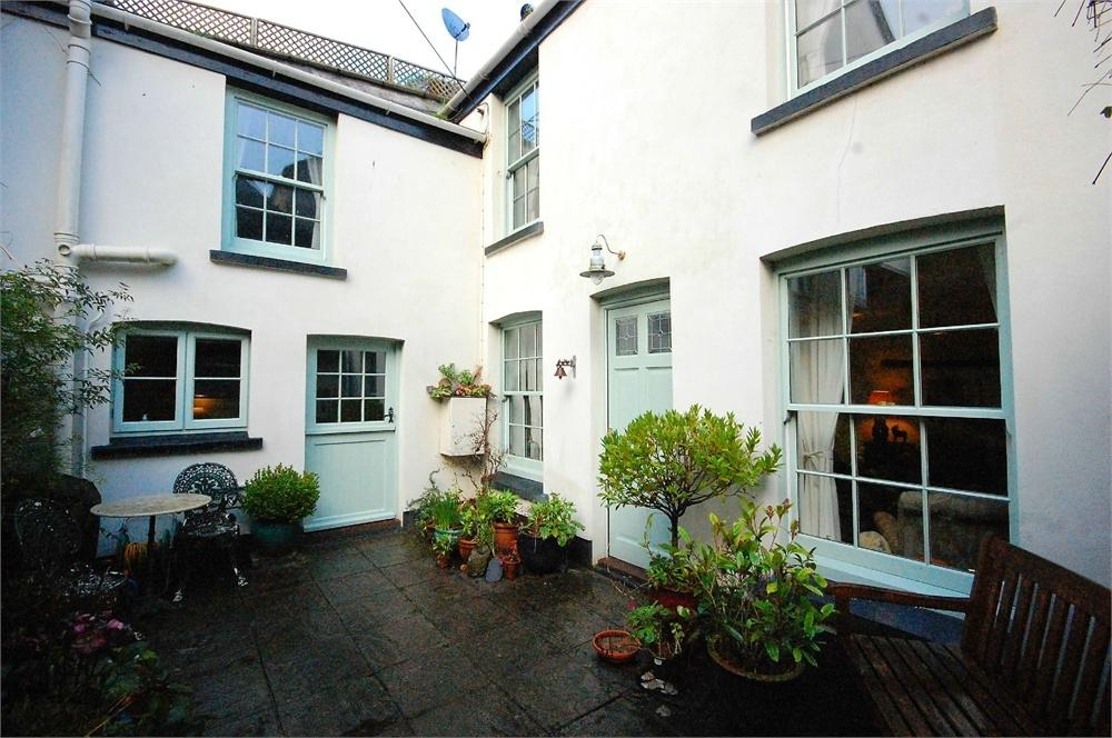 2 Bedrooms Cottage House for sale in The Hideaway, 34a Fore Street, Polruan, Cornwall