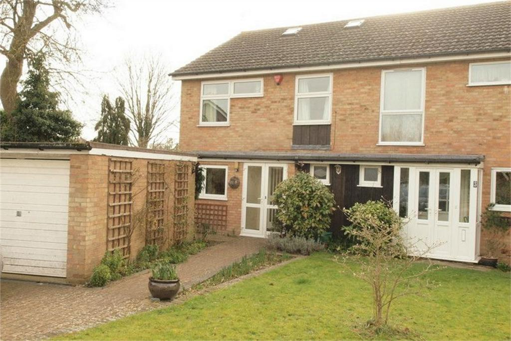 5 Bedrooms Semi Detached House for sale in Streamside Close, Bromley, Kent