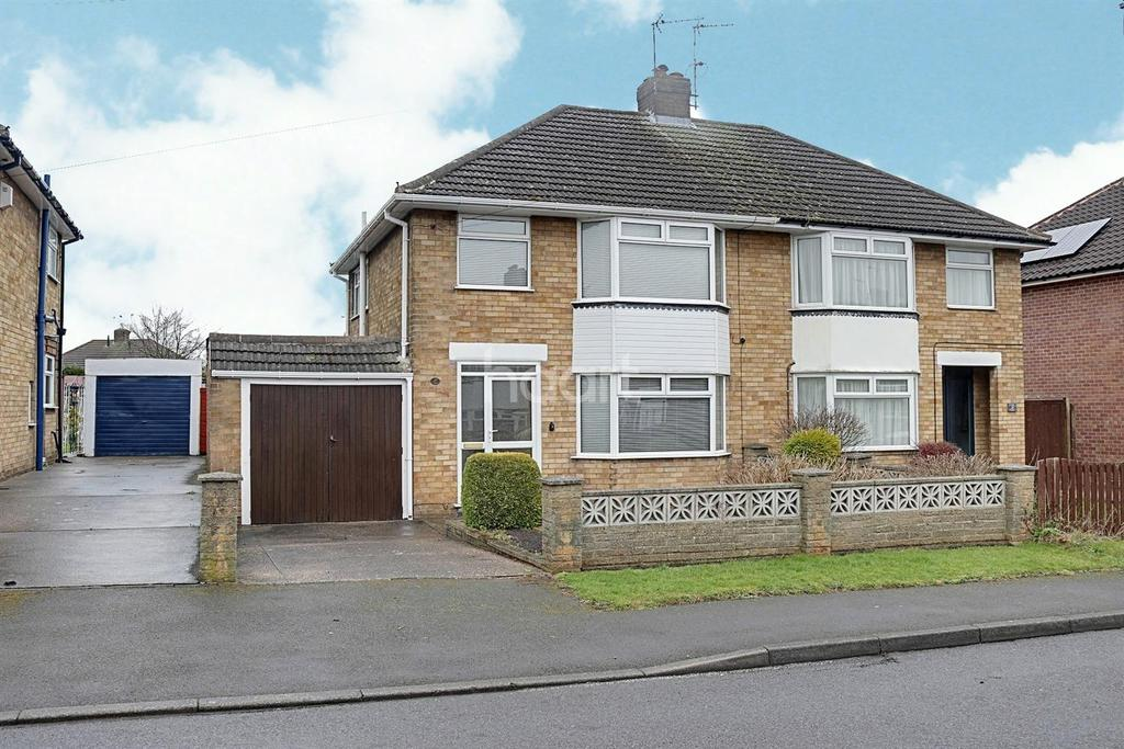 3 Bedrooms Semi Detached House for sale in Addison Drive, Hucknall