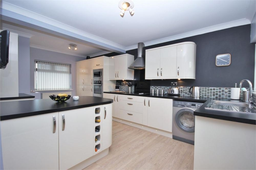 3 Bedrooms End Of Terrace House for sale in Coronation Drive, Widnes